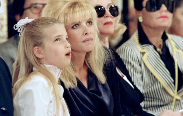 Ivana Trump con su hija Ivanka en un desfile de moda en 1991