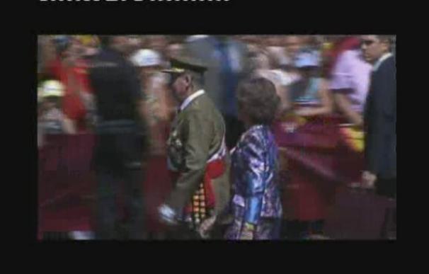 Una gran ovación recibe al Rey en su primer acto oficial tras su operación
