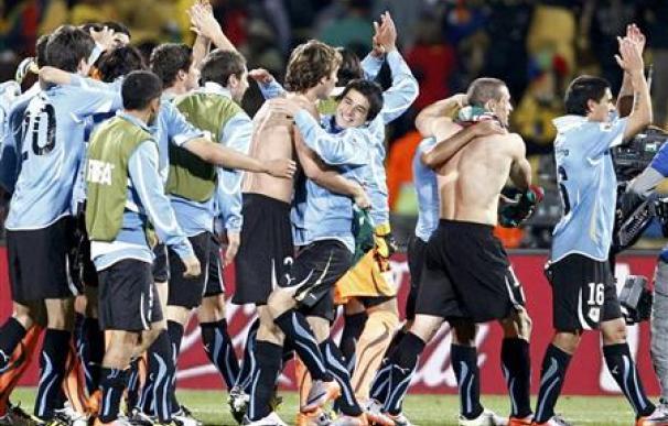 Uruguay gana 1-0 a México y los dos pasan a octavos
