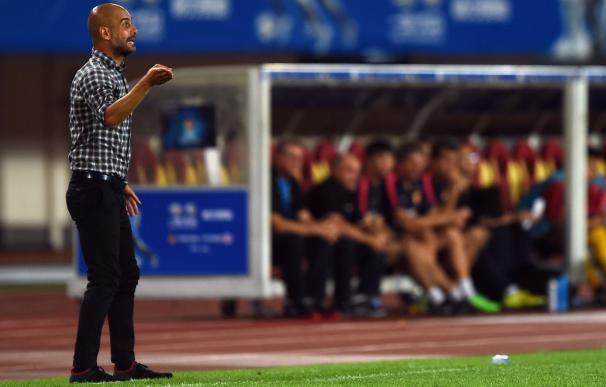 Bayern Munich's Spanish head coach Pep Guardiola r
