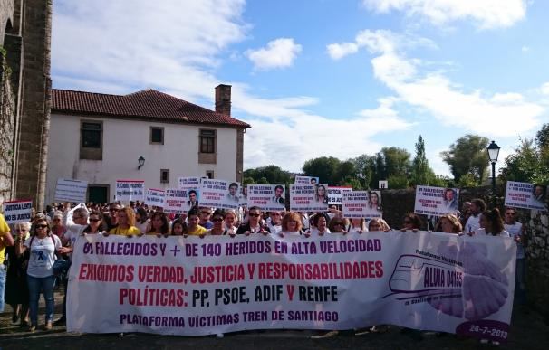 "Arranca la marcha de víctimas del Alvia que va hasta la curva de A Grandeira al grito de ""justicia"""
