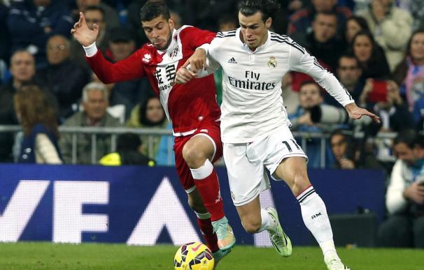 Insua no jugará frente al Atlético por una elevada cláusula económica