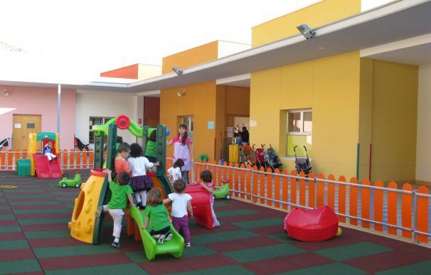 Las escuelas municipales infantiles salen de la red regional, bajarán tarifas y se abren al cheque guardería