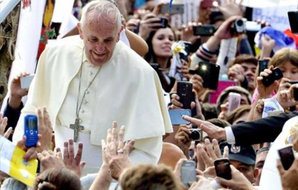 El Papa saluda a los fieles católicos