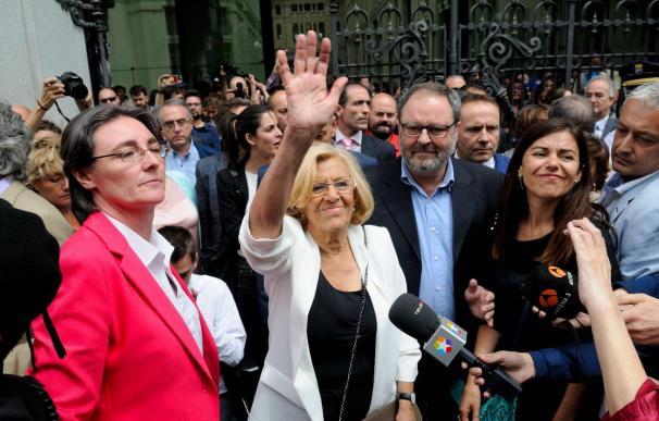 """Carmena, """"emocionada"""" por el apoyo, dice que Madrid está """"muy, muy vivo y con un deseo enorme de cambio"""""""