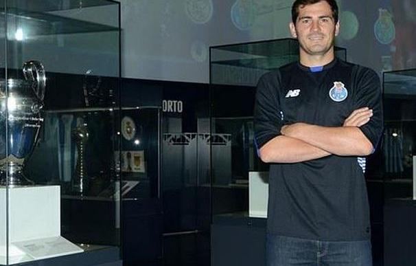 Casillas ya viste la camsieta del Oporto