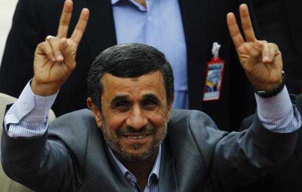 Ahmadineyad desafiará el veto a su aliado en las elecciones iraníes
