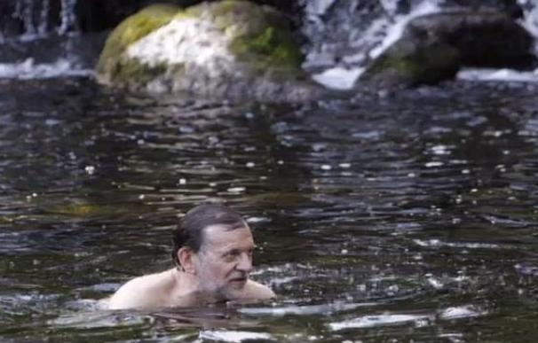 Rajoy bañándose en el río Umia