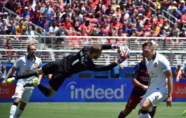 Goalie David De Gea of Manchester United blocks a
