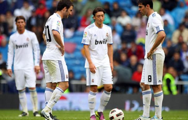 Kaká e Higuaín podrían salir del Madrid en verano.