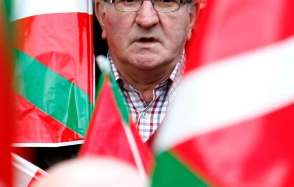 Olano dice que la bandera española es un símbolo impuesto, pero la colocará