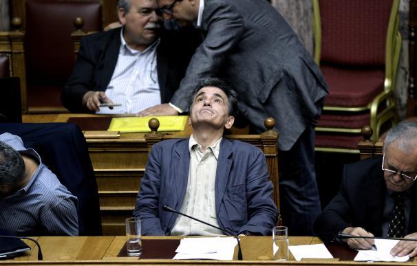 El ministro de Finanzas heleno, Euclid Tsakalotos, en el pleno del Parlamento griego