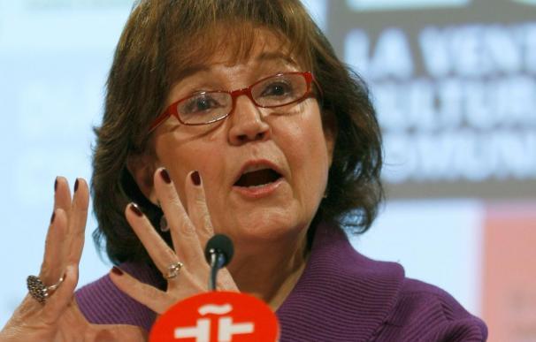 """La directora del Instituto Cervantes expresa su pesar por la """"enorme tragedia"""" en Chile"""