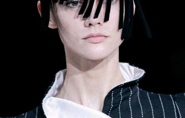 Armani revoluciona la chaqueta y acorta las faldas en la Semana de la Moda de Milán