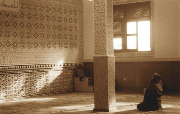 Enfrentamientos entre fieles musulmanes en la principal mezquita de Ceuta