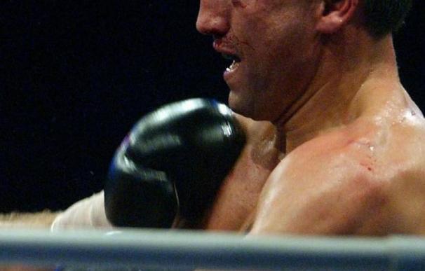 Lakatus impuso su mejor boxeo y ganó a los puntos al francés Derghal