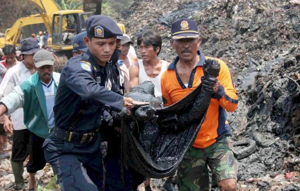 Una avalancha de lodo causa 15 muertos una plantación de té en la isla de Java