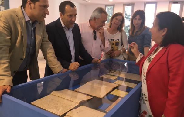 El Teatro Villa de Torrox acoge una exposición sobre el éxodo de la carretera de Almería