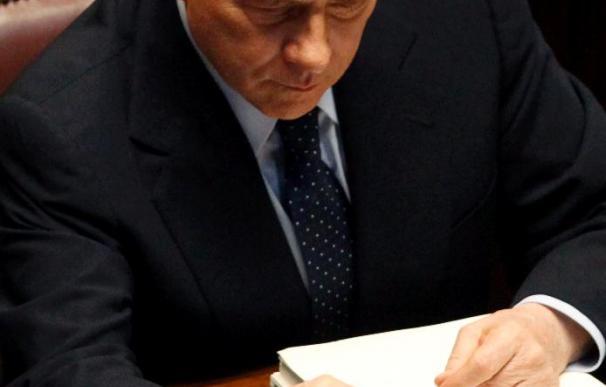 Berlusconi dice que la izquierda quiere una invasión de inmigrantes para cambiar el peso del voto