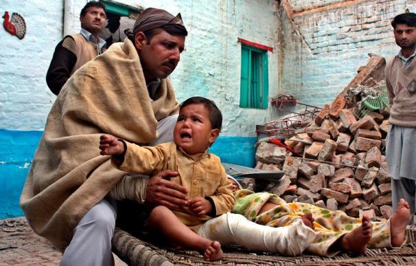 Una mujer y sus 3 hijos mueren al impactar un proyectil en su casa en Pakistán