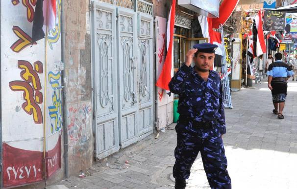 El ejército de Yemen mata a un vicegobernador y a 5 escoltas en un ataque contra Al Qaeda