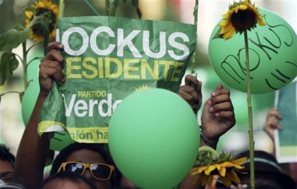 Santos y Mockus, en un reñido duelo para presidir Colombia