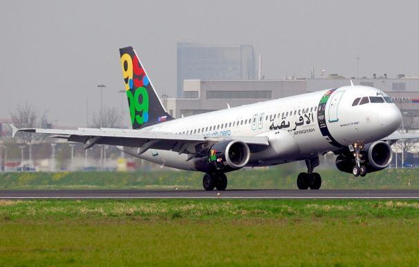 Un niño holandés de diez años sobrevive al accidente de un avión en Trípoli con 100 muertos