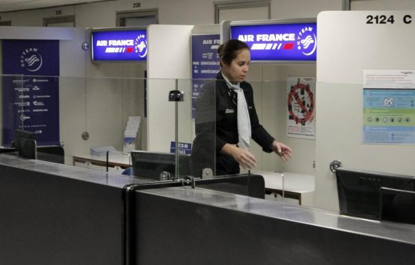 La mitad de los vuelos anulados en el segundo día de huelga de controladores en Francia
