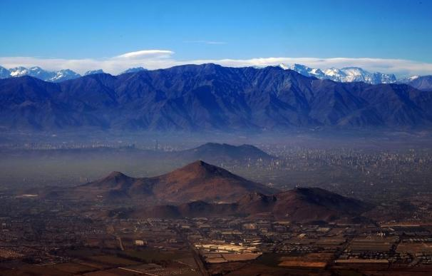 La contaminación cubre la ciudad de Santiago de Chile, capital chilena