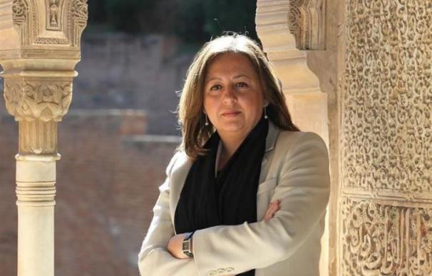 La directora del Patronato de la Alhambra y el Generalife, María del Mar Villafranca.