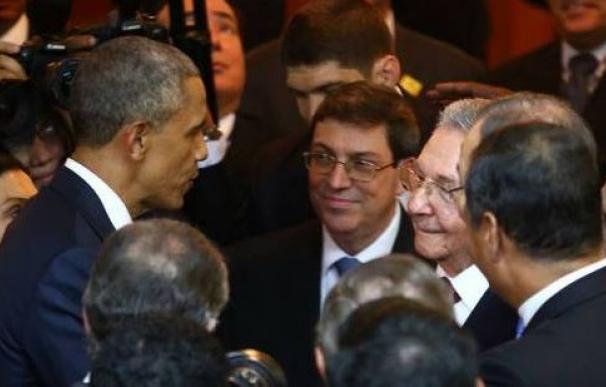 Barack Obama saluda a Raúl Castro en la pasada Cumbre de las Américas en Panamá
