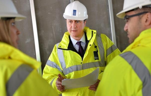 """Cameron estudia ya fórmulas para reducir """"significativamente"""" la inmigración de fuera de la UE"""