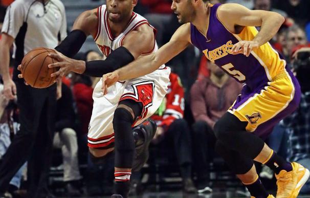 Gibson (izquierda) junto a Calderón (derecha) en un Bulls - Lakers.