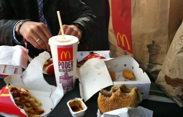 Empleados de locales de comida rápida de EEUU amenazan con una huelga