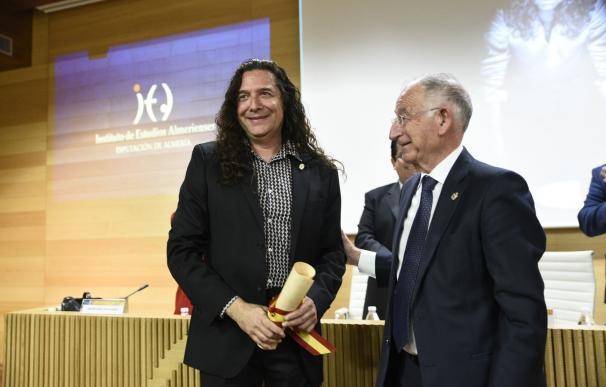 Julio Alfredo Egea y 'Tomatito' reciben el Escudo de Oro del Instituto de Estudios Almerienses