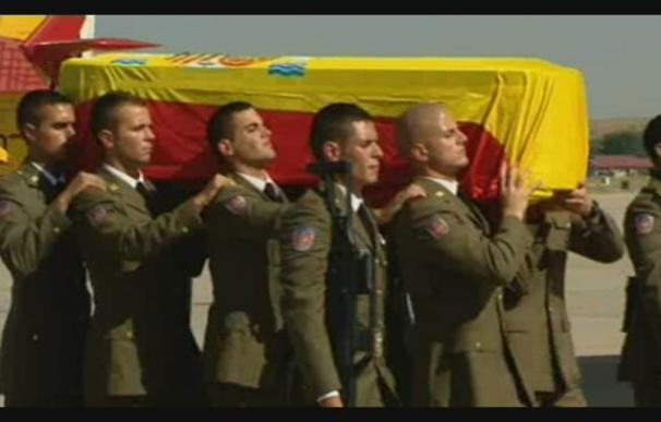 Llegan a España los restos mortales de los tres fallecidos en el atentado de Afganistán