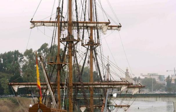 El Galeón Andalucía retrasa su salida por el mal tiempo y se abre al público