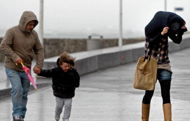 Una borrasca dejará vientos de 130 km/h y olas de 6 metros este fin de semana