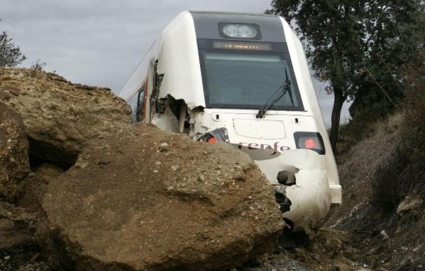 Restablecida al tráfico la línea ferroviaria afectada por desprendimientos