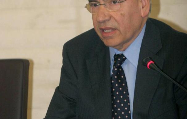 Alfonso Guerra cree que la mayoría de gobiernos no apuesta por la unión política de Europa
