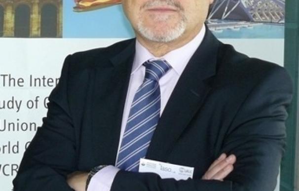 El doctor Felipe Casanueva recibe la 'European Hormone Medal'