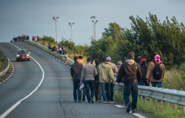 Incursión masiva de inmigrantes en el Eurotúnel