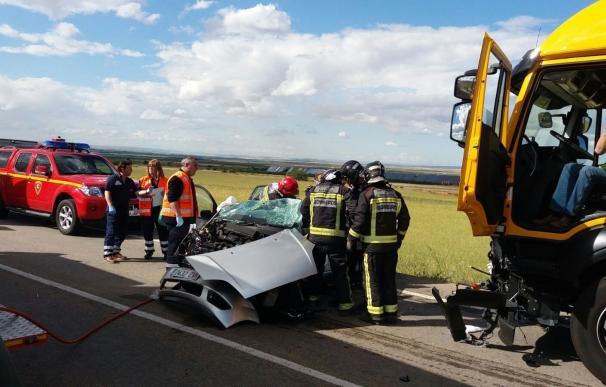 Fallecen dos mujeres y otra resulta herida en un accidente de tráfico en la A-220