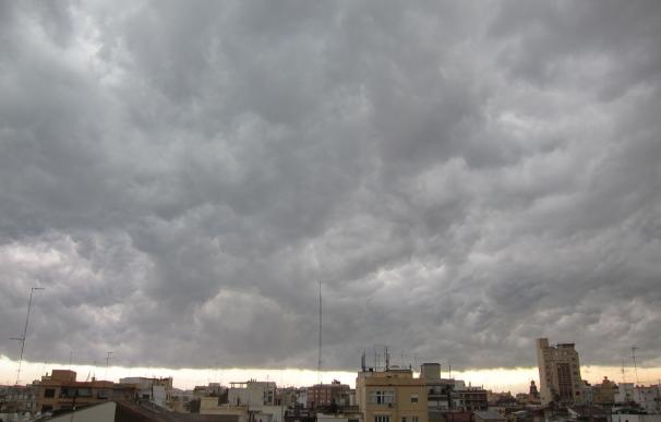 Un total de 28 provincias están hoy en alerta por altas temperaturas, lluvias y tormentas