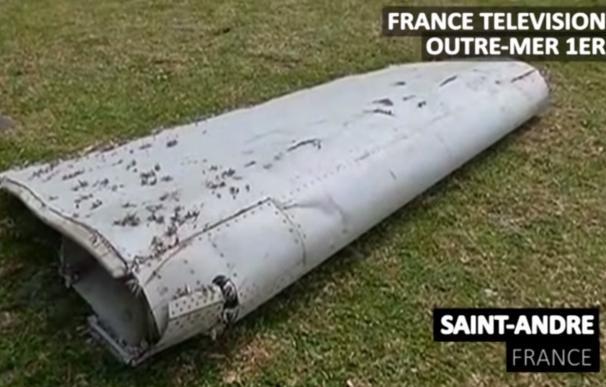 """Malasia ve """"casi seguro"""" que el fragmento encontrado es de un avión del mismo modelo que el vuelo MH370"""