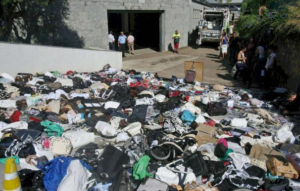 Cambrils destruye unos 2.800 objetos decomisados a los manteros