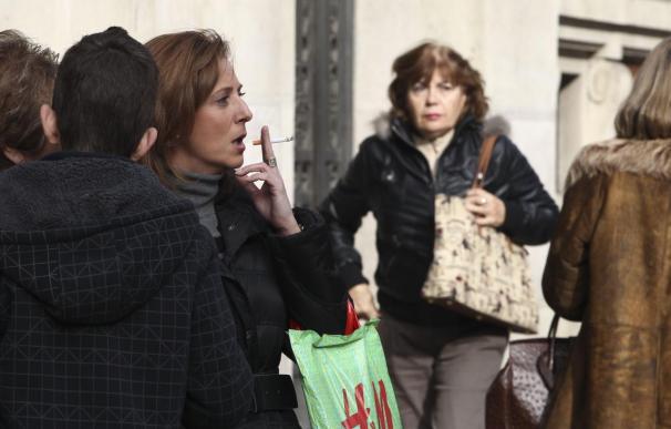 La OMS insta a los gobiernos a aumentar los impuestos al tabaco para acabar con el tabaco fumar