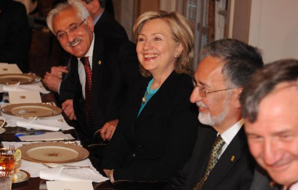 Karzai y Clinton abordarán los pasos a dar para estabilizar Afganistán