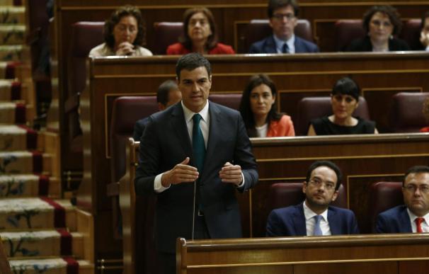 Pedro Sánchez sigue la situación de Grecia con su equipo económico y en conversaciones con socialistas europeos