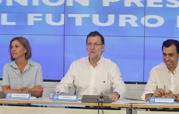 """Rajoy pide a sus cargos """"estar en la calle"""" con la gente para mantener la ventaja que el PP saca ahora al PSOE"""